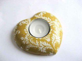 Suport in forma de inima ornamente galbene pe fundal galben, suport lumanare ipsos 21066