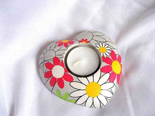 Suport lumanare sub forma de inima cu flori stilizate, suport lumanare ipsos 21010
