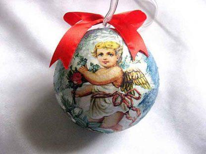 Glob brad cu inger cu flori in mana, glob decoratiune sarbatori iarna 29894