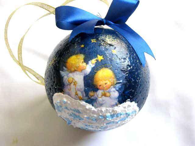 Glob cu ingeri de copii cu parul balai, decoratiune glob brad 29871
