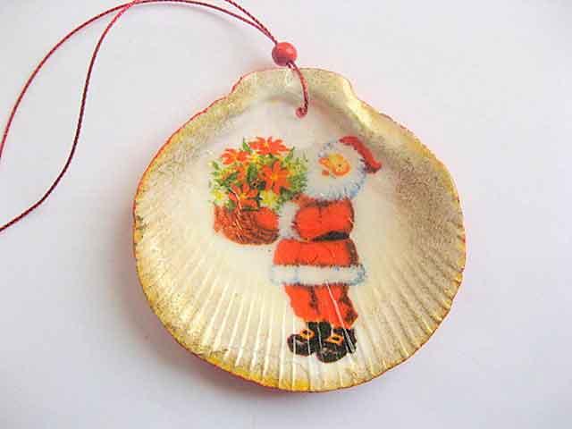 Ornament sarbatori tip glob, ornament cu Mos Craciun si buchet mare de flori 29855