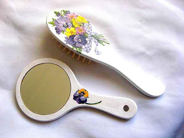 Set buchet flori cu funda in carouri mov si alb, set femei oglinda si perie par 29804