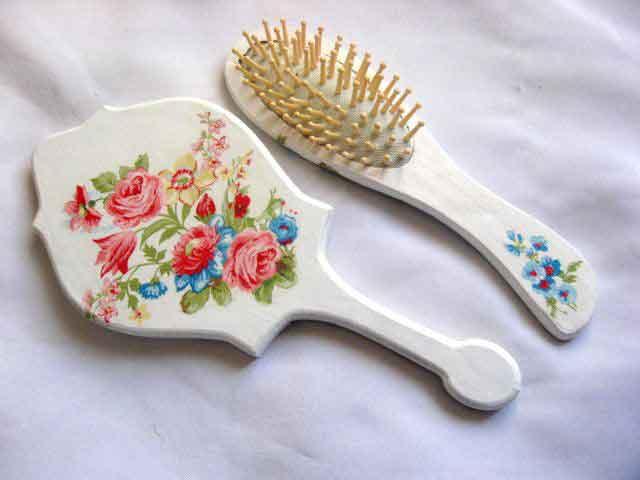 Set model floral in culori pastelate, set perie par si oglinda femei 29813