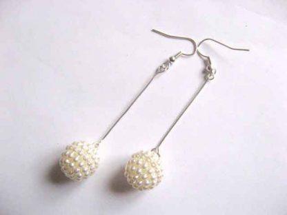 Cercei stil lampadare, bijuterie cadou femei alb mat 30180