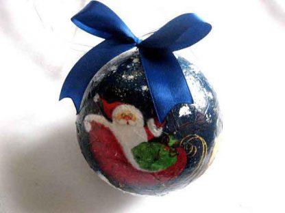 Glob brad cu Mos Craciun cu sania trasa de reni, glob ornament brad 29899