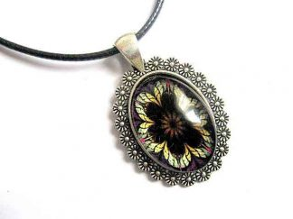 Pandantiv design floare stilizata negru, maro si galben, bijuterie cadou femei 30049