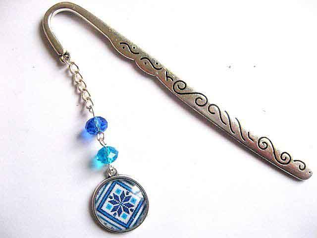 Semn de carte cu motiv traditional culori albastru si bleu, bijuterie utila 30124