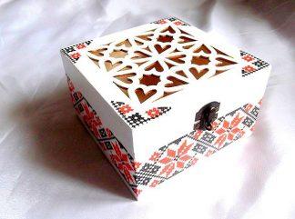Cutie cu inimioare si motive traditionale, cutie model 31910