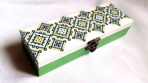 Cutie motiv traditional vernil, bleu si galben, cutie lemn model 32130