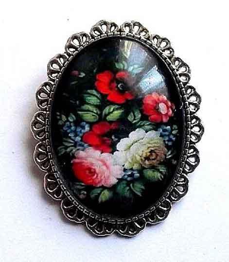 Brosa femei cu model floral pe fundal negru, brosa 32250
