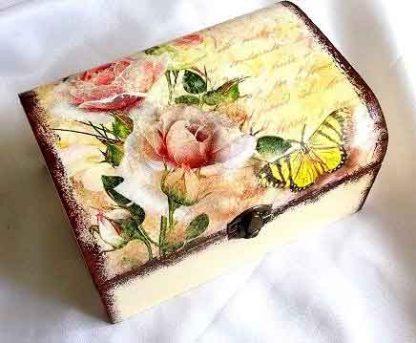 Cutie model gen carte postala, design flori si fluture 32314