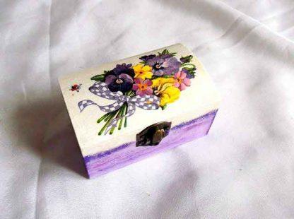 Cutie flori mov, galben, violet si roz, cutie de lemn model 32443