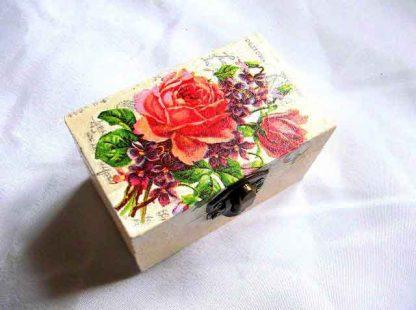 Buchet flori vii pe capac, cutie cu buchet de flori 32674