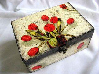 Cutie buchet lalele rosii pe fundal vintage, cutie lemn 18651