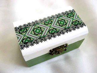 Motiv traditional verde, galben si negru, cutie model 28223