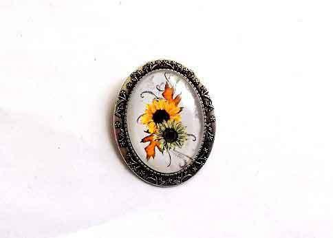 Bijuterie cu flori galbene si verzi, brosa ovala model 32271