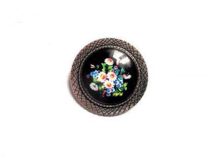 Brosa cu flori de tara pe fundal negru, brosa rotunda 32376