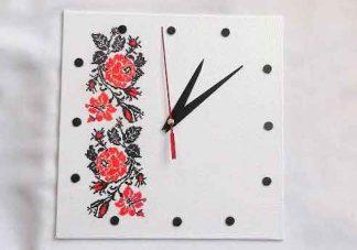 Ceas perete motiv traditional trandafiri rosii stilizati, ceas lemn 32024