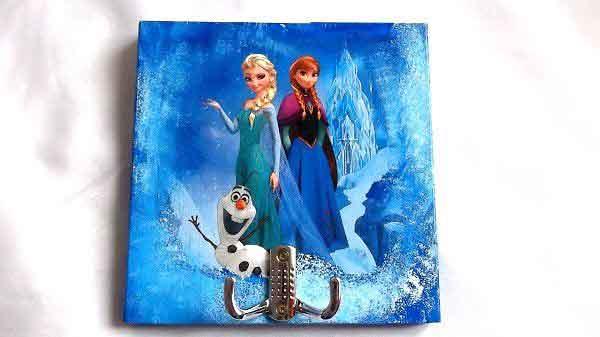 Cuier cu printesele Elsa si Anna si omul de zapada Olaf, cuier de lemn 32119