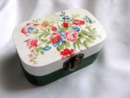 Cutie cu buchet de trandafiri, narcise si albastrele, cutie bijuterii 27742