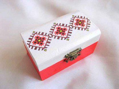 Cutie cu motiv traditional maci stilizati, cutie de lemn femei 27889