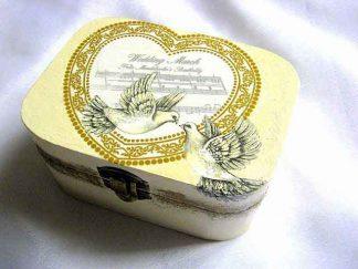 Cutie cu porumbei albi pe medalion sub forma de inima, cutie bijuterii 27583