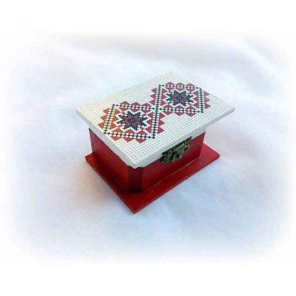 Cutiuta cu motiv traditional pe capac, cutiuta lemn la comanda 123356