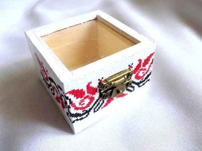Cutiuta motive traditionale, cutiuta cu plexiglas pe post de capac 32863