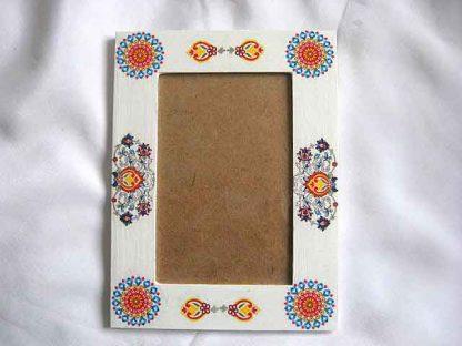 Rama fotografie lemn cu modele in culori vii, rama foto decorata 26677