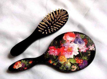 Set femei perie si oglinda, set model floral pe fundal negru 32815