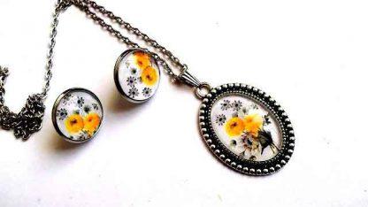 Set trandafiri galbeni si flori gri, cercei, colier si pandantiv 32048