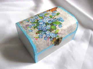 Cutie cu buchet de albastrale si fluture portocaliu, cutie lemn 26667