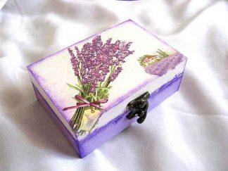 Cutie cu buchet de lavanda funda si ravas, casa si culturi lavanda, cutie lemn 25668