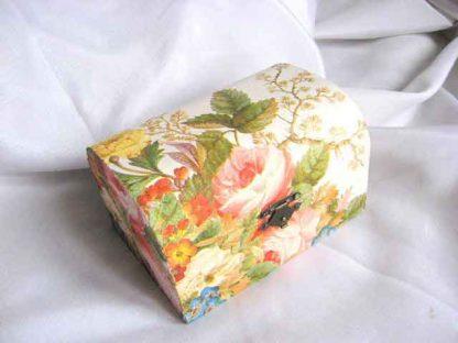 Cutie cu design de flori si frunze, cutie de lemn pentru bijuterii 25438 vedere frontala