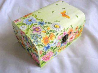 Cutie cu flori de camp, frunze si fluture portocaliu cu galben, cutie lemn 26064