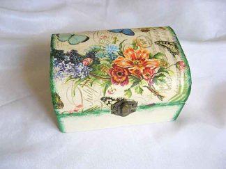 Cutie cu fluturi si flori pe fundal gen carte postala, cutie de lemn 26799