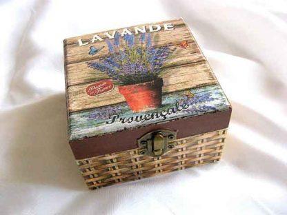 Cutie gen cos impletit cu flori de lavanda si fluturi, cutie lemn 26362