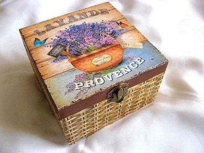 Cutie gen cos impletit cu flori de levantica si fluturi, cutie lemn 26368