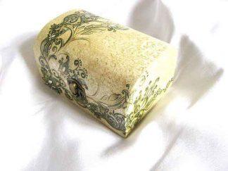 Cutie gen cufar cu elemente decorative galben cu verde, cutie lemn 26266