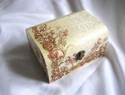 Cutie gen cufar cu elemente decorative rosu cu galben, cutie lemn 26664
