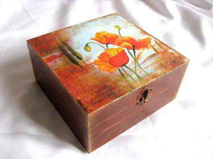 Cutie maci rosii pe fundal maro si alb, cutie de lemn 25340