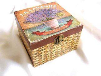 Ghiveci cu flori de levantica, parfum din Provence, cutie lemn patrata 26355