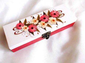 Cutie cu flori albe si rosii, cutie de lemn cu model floral 33174