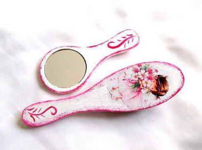 Set cu fetita roscata si elemente decorative roz, set perie par si oglinda 33125