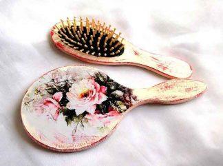 Set cu trandafiri roz, fundal roz si alb, set cadou oglinda si perie par 33127