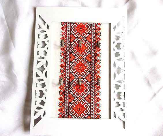 Cuier chei motiv traditional si alte elemente decorative, cuier lemn chei 32450