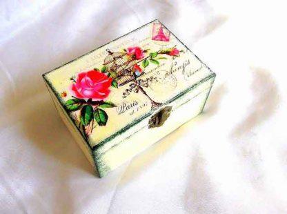 Cutie cu flori si colivie cu pasare, cutie de lemn 33217