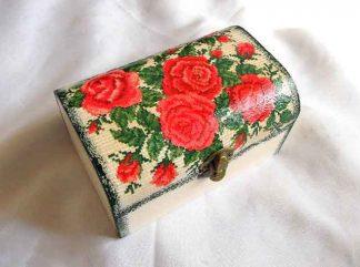 Cutie cu trandafiri rosii, cutie cu motiv traditional 33219