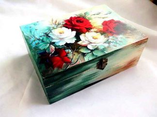 Cutie din lemn cu sertare si flori verzi, rosii si albe, cutie cu sertare 33245