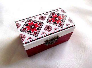 Cutie cu motiv traditional sub forma de cruce stilizata, cutie de lemn 33274